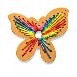 Ciondolo in Legno Farfalla decorata con Fili 75x67mm