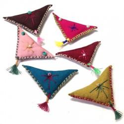 Talisman de tissu triangulaire 60x4mm